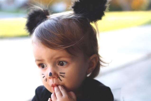 source of image: http://www.doityourselfdivas.com/2012/10/diy-black-cat-costume.html